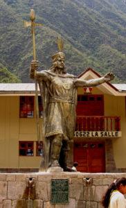 800px-Pachacutec_statue,_Aguas_Calientes,_Peru